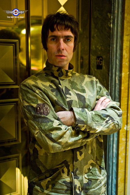 liam-gallagher_live4ever011