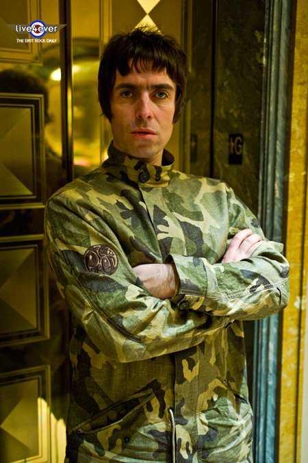 Beady Eye S Liam Gallagher Not A Fan Of Bob Dylan